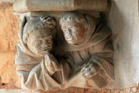 deux-moines-en-confession-abbaye-de-cadouin-galerie-nord